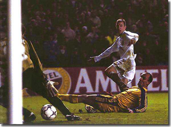 Lee Bowyer scores the late winner at home to Anderlecht