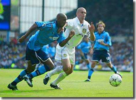 Dominic Matteo makes sure Nicolas Anelka of Manchester City doesn't get a shot on goal