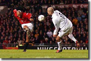 Manchester United's Juan Sebastian Veron curls in a shot past Teddy Lucic at Old Trafford 5 March 2003
