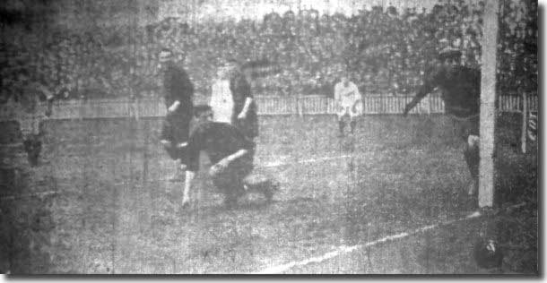 The Wolves keeper saves from Gemmell but Leeds City still beat the Cup finalists 3-1 on 18 April