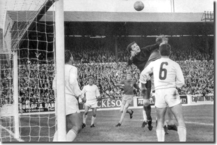 Ferencvaros keeper Geczi struggles to clear a corner under the challenge of Jack Charlton - the ball fell to Mick Jones who gave United the lead