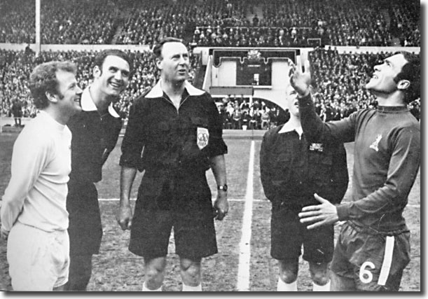 Referee Eric Jennings, his linesmen and Billy Bremner looks on as Chelsea captain Ron Harris tosses off