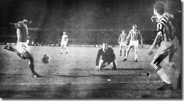 Mick Bates makes it 1-1 in the first leg