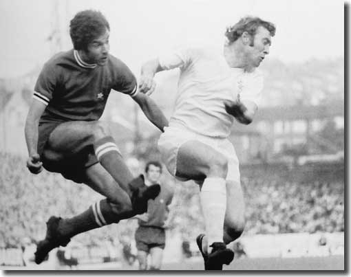 Mick Jones battles for the ball with a Juve defender