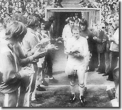 Billy Bremner leads out the United players at Loftus Road