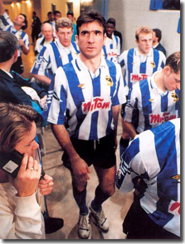 Cantona lining up for his trial game with Wednesday