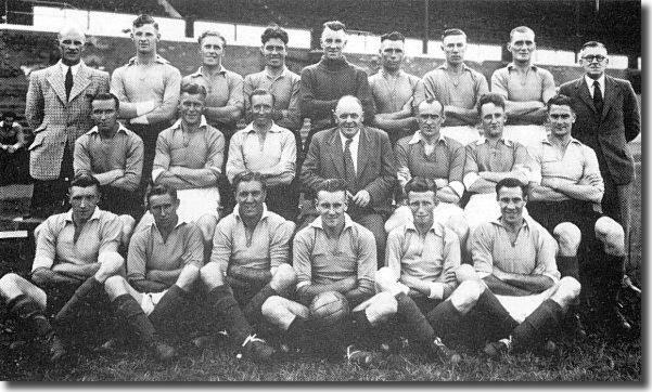 Revie (front row, fourth from left) in front of one of his mentors, Leicester City manager Johnny Duncan