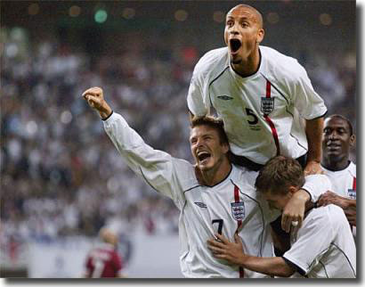 Rio Ferdinand celebrates a World Cup goal with Beckham, Owen and Heskey