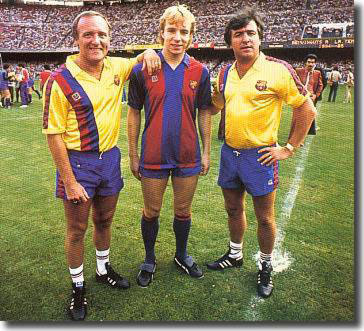 Venables and his assistant Allan Harris welcome Steve Archibald to Barcelona in July 1984