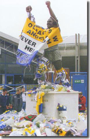 In the aftermath of the deaths of Kevin Speight and Christopher Loftus the statue of Billy Bremner at Elland Road became a shrine to their memory